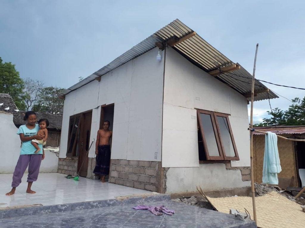 Rebuilding houses lombok